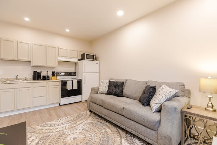 Downtown Historic Maryland - Updated One Bedroom