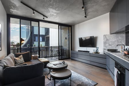 Sophisticated Spacious Loft in Trendy Collingwood