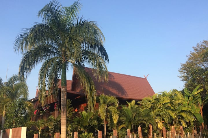 เฮือนสบาย Saabay Home Thai Teak Home in the city