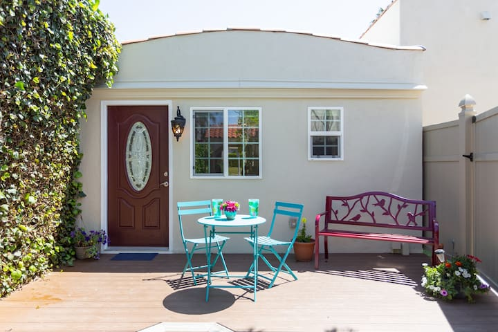 Beverly Hills Adjacent - Private -Bed & Breakfast