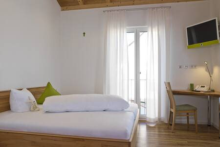 App. Bajuwaren/Holler im Landhaus Altmuehltal - Guesthouse