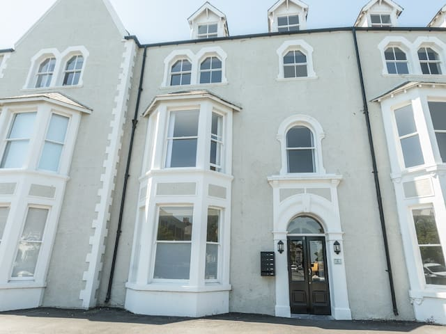 APARTMENT 3, 6 ST ANNS APARTMENTS in Llandudno, Ref 984971