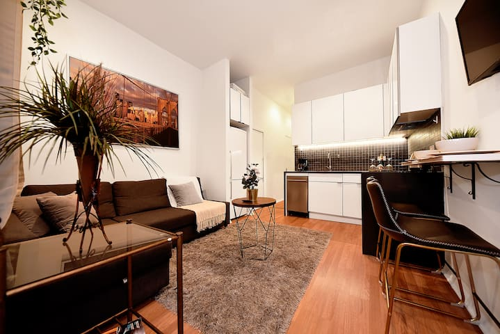 ❆Spacious 1BR, Walk to Times Sq & Empire State❆
