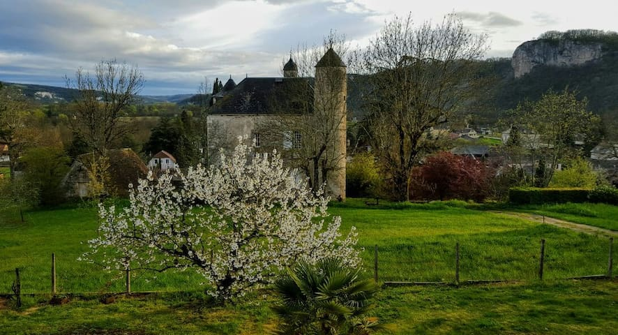 Coeur de la vallée de la Dordogne - Saint-Sozy, France - Hus