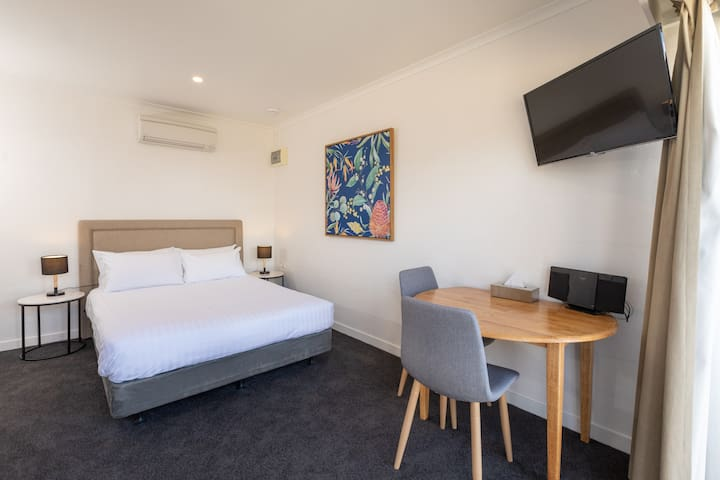 Self-contained private room in CBD of Port Lincoln