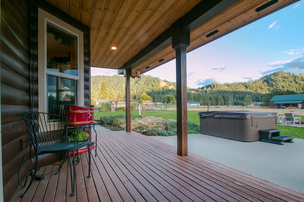 Territorial views from all sides of the Lodge and private hot tub under the stars