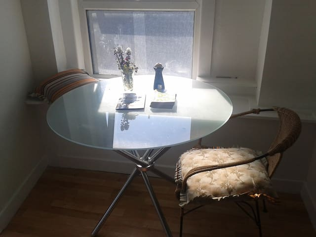 Double Bed in private room to suit one or two - Sligo - Apartamento