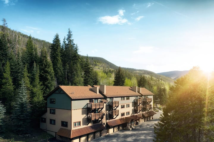 Vail Streamside Feb 20 - Mar 6, 2021   7nts $1200