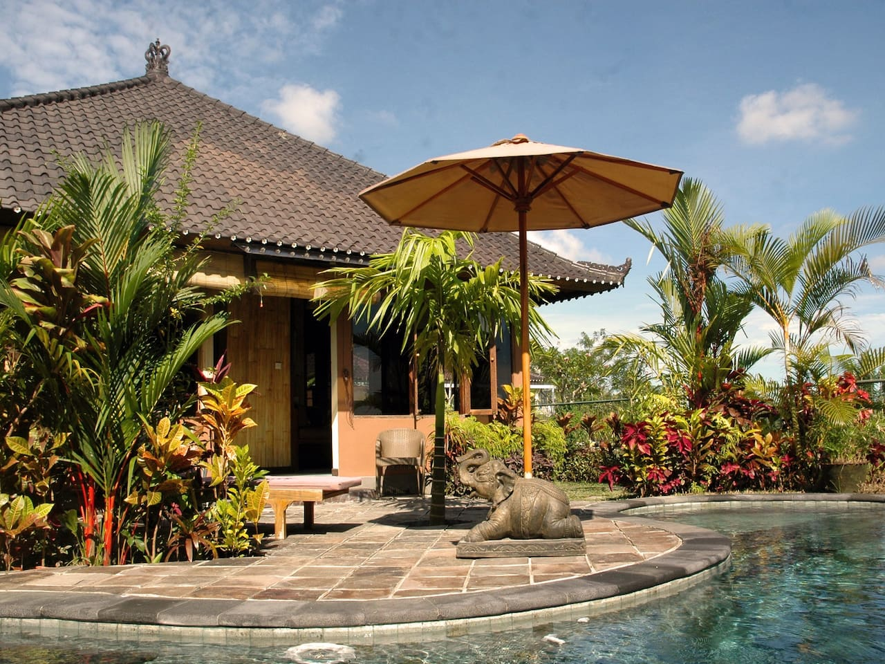 Bamboo Bungalow by the salt-water pool