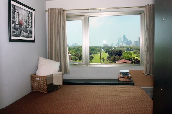 1BR in BGC with golf course view