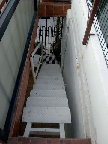 Cuarto con entrada independiente