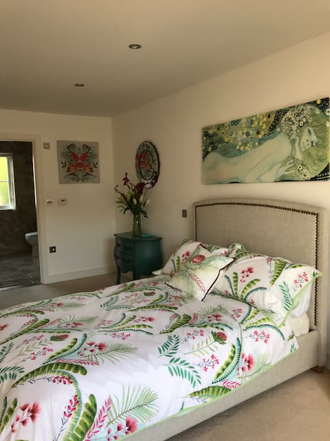 St Brelades, modern airy room, spacious en-suite