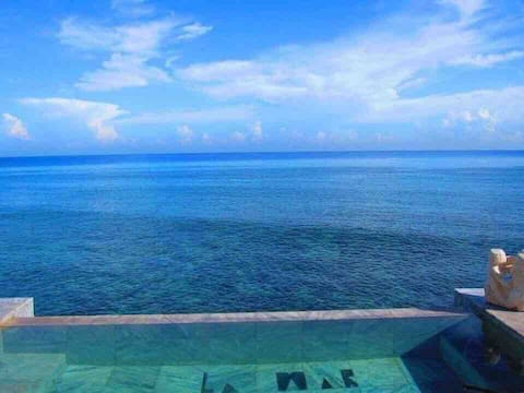 YOUR HOUSE ON THE SEA Live the sea living Havana.
