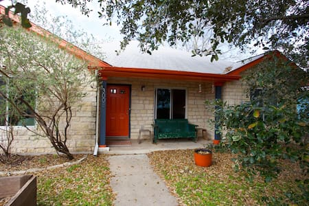 Clean, Cozy, East Austin Bungalow - オースティン - 一軒家