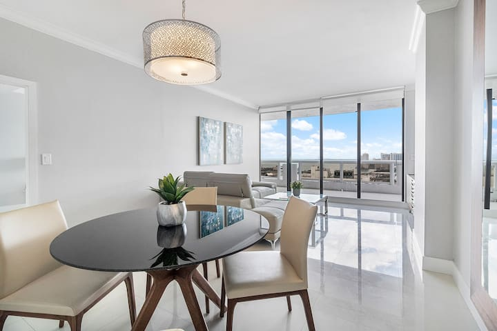 Downtown Miami 4244 | 1BR Waterfront Condo-Hotel | Free Valet Parking