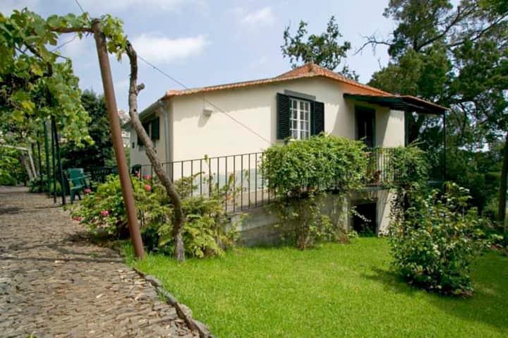 Pretty house on beautiful quinta near Funchal