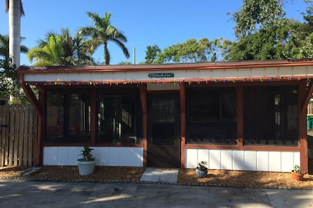 the sea bean bungalow - Cocoa Beach - Huis