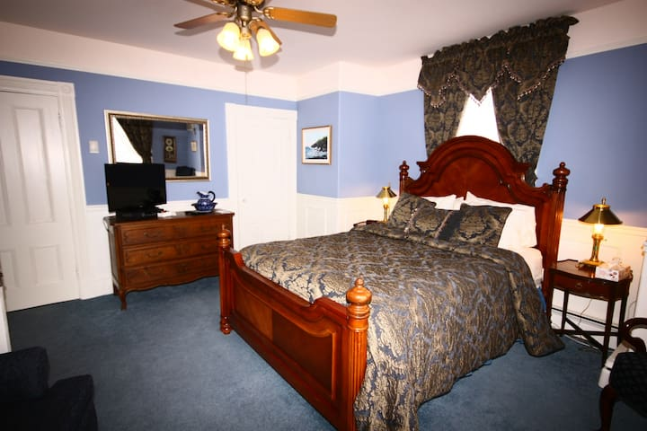 Come From Away B&B Inn - Historic House - Admiral Digby (Room 6)