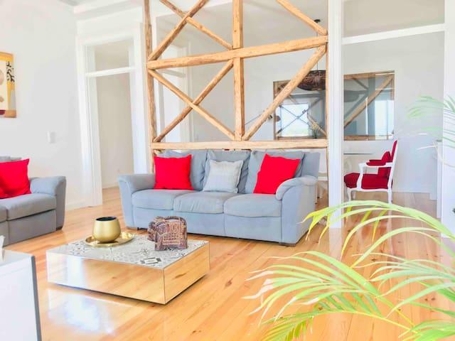 Lisbon South Bay - Charming Sea view apartment