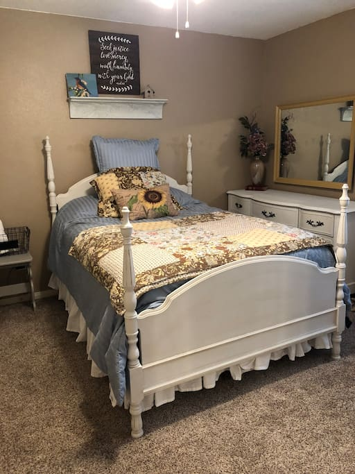 New full size mattress with Ralph Lauren sheets and comforter for extra comfort.  Perfect for a good night of rest.