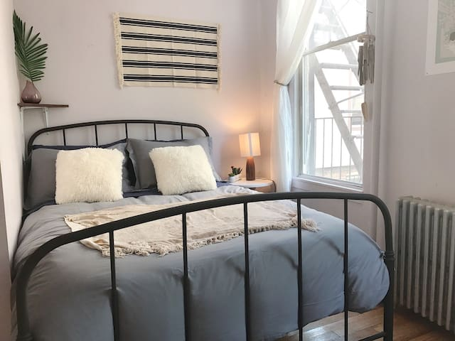 Sunny Bed w/ Outdoor Space; 10 min. to Manhattan