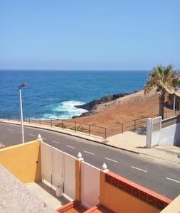 Sea-view house near beach w/ garden - Los Roques