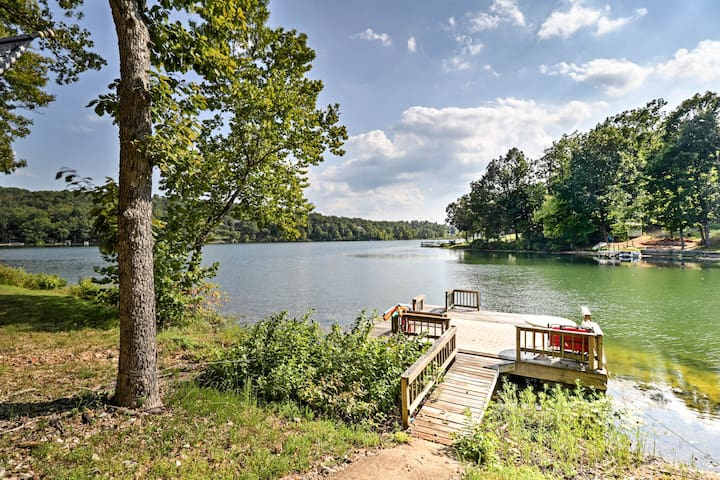 This home for 10 is ideally located on Lake Sherwood in Hardy, Arkansas.