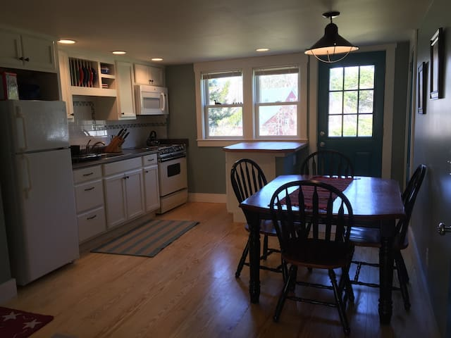 Cheerful, cozy, close to outdoors - Campton - Daire