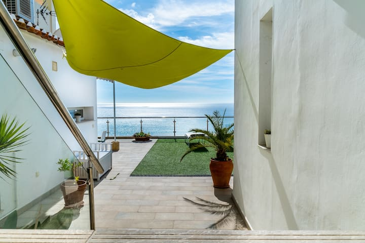 ¡Sea View Apartment One!
