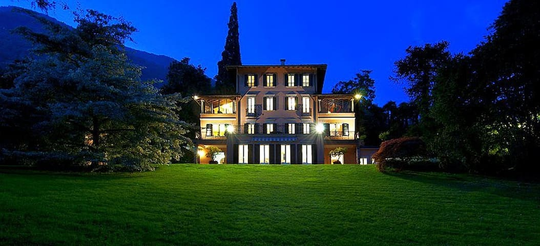 Luxury villa with pool, tennis and much much more! - Santa Maria Rezzonico - Villa