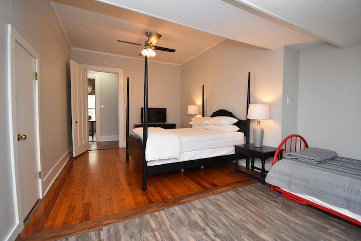 Bedroom 2 with Queen Bed & Twin Trundle Bed & Smart TV