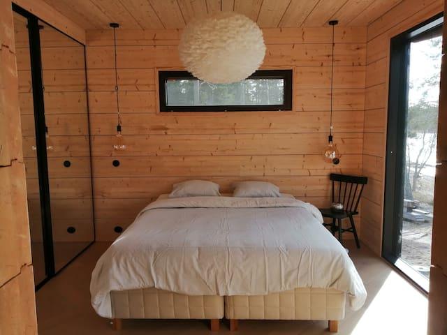 Makuuhuone 1 merinäköala 160 cm parisänky