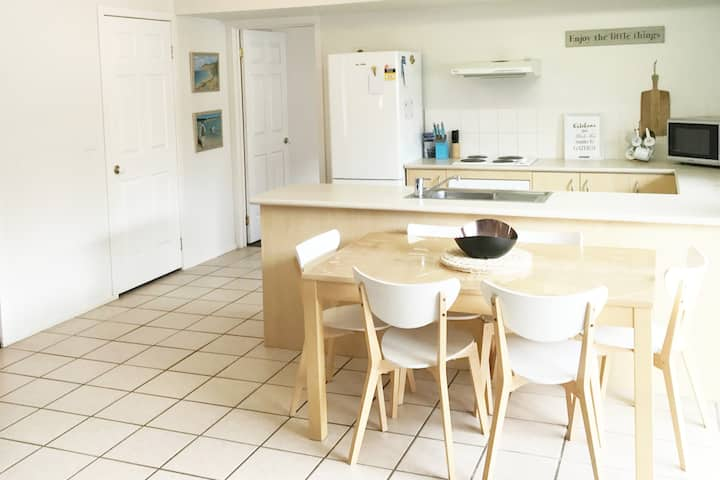 Barwon Shores Holiday Villa - Main St Location