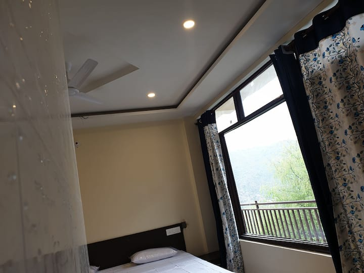 Deluxe room# balcony#F-2 -Joy Homestay Macleodganj
