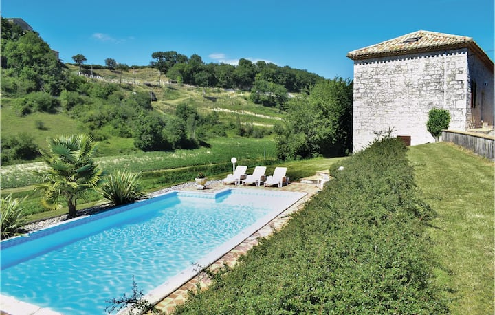 Nice home in Engayrac with Outdoor swimming pool and 5 Bedrooms