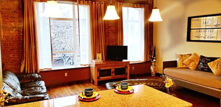 ★Downtown Suite★ Private, Cozy & Convenient!