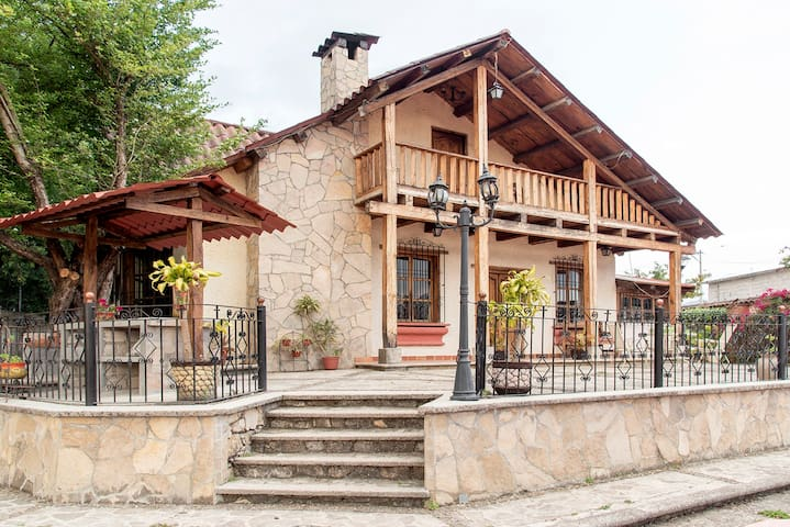 Chalet La Casa del Lago (10min walk to downtown)