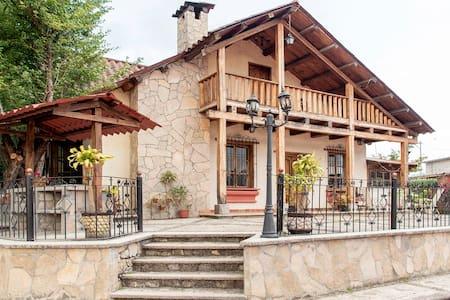 Chalet La Casa del Lago (10min walk to downtown)