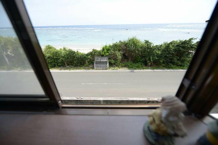 渚のゲストハウス「奄美ロングビーチ」Wベッド 2階からビーチが見えるプライベートルーム203