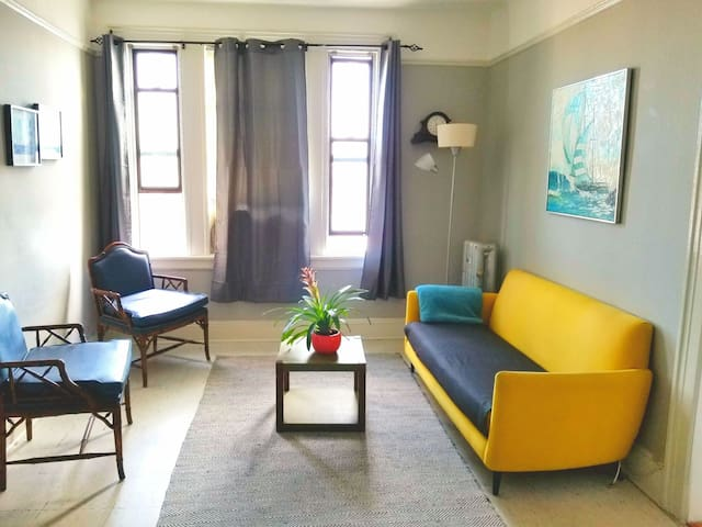 Stylish 1 BD - 10 min to Manhattan & Central Park