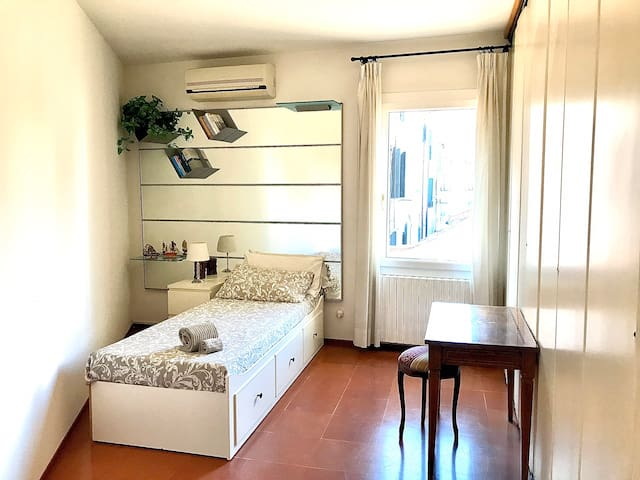 "Dorsoduro ""Luna"" single room"