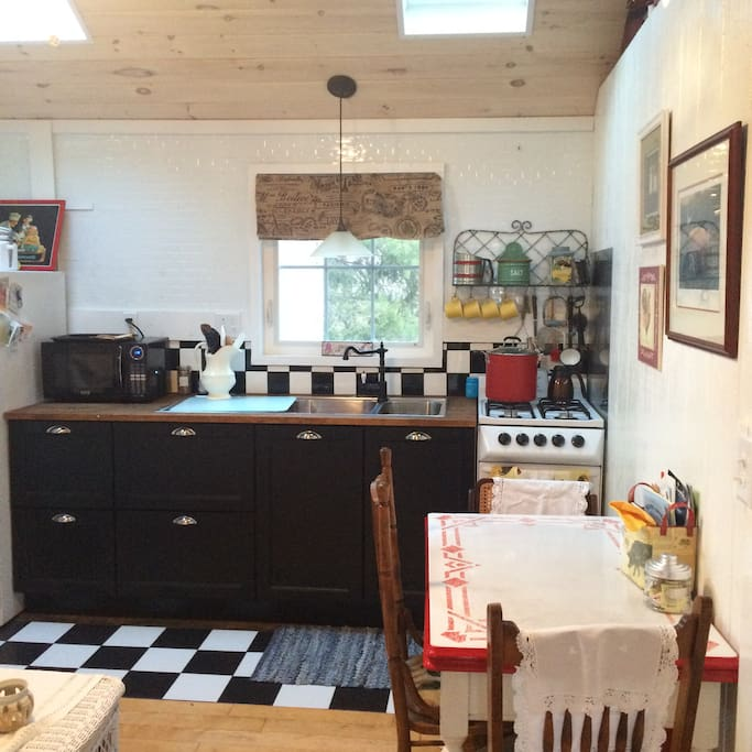 Fully equipped kitchen with all those fun amenities!
