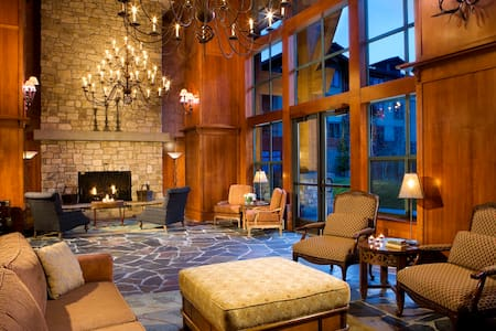 *The Village* Grand Sierra Lodge - walk to Gondola - Mammoth Lakes
