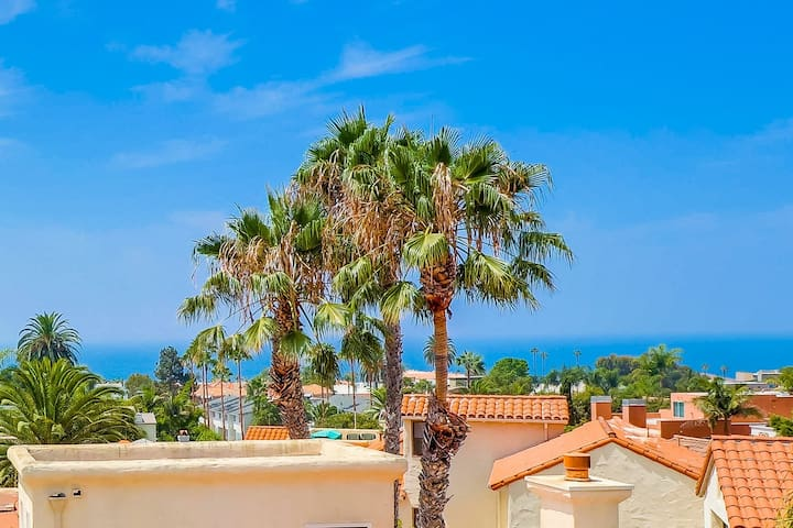 RoofTop View, classy townhome in La Jolla, walk to beach and shops!