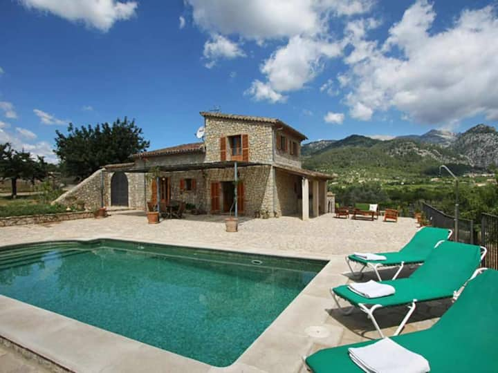 Beautiful country house with pool with panoramic views of the mountains