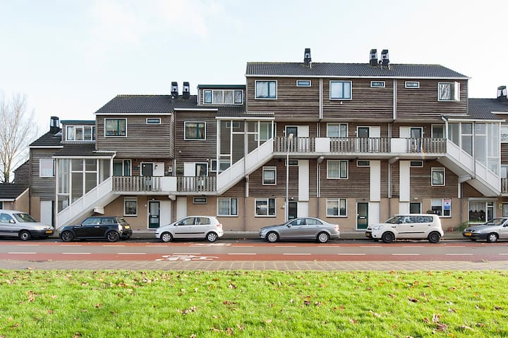 Cozy (family) apt. 4 km to city center of Haarlem - Haarlem - House