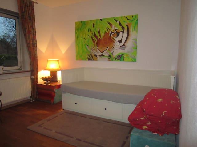 Schönes Zimmer in Nähe DLR und Interpersonal.
