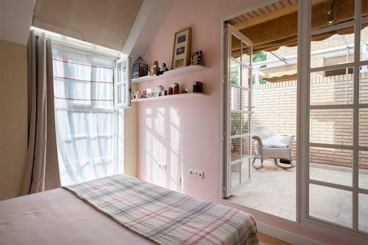 Habitación doble y terraza
