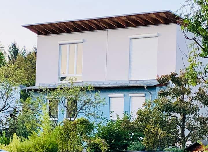 Wunderschönes Zimmer in Haus mit Garten b. München
