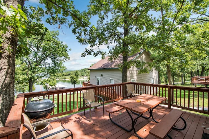 Beautiful Table Rock Waterfront Cottage #4
